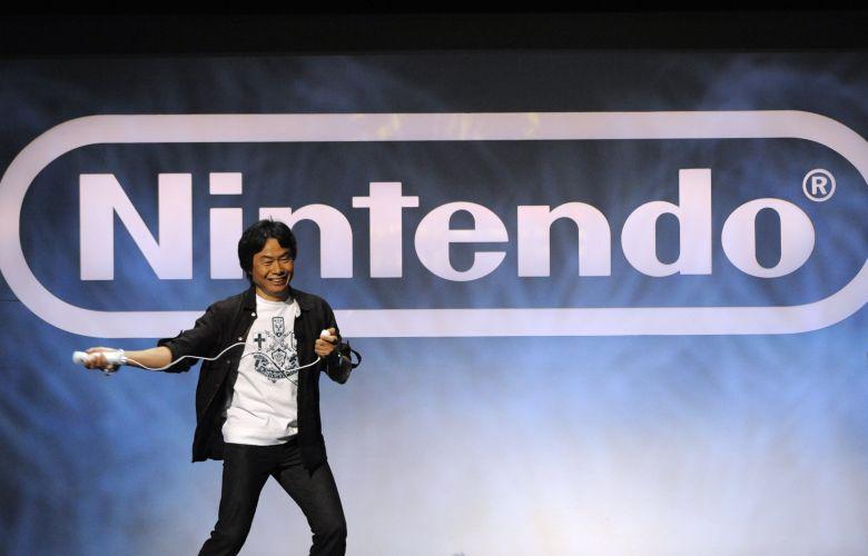 Shigeru Miyamoto, lendário criador de Zelda, Mario e Donkey Kong, sobe ao palco de conferência da Nintendo para mostrar o novo