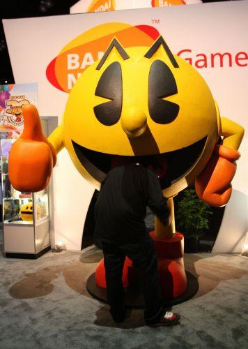 Boneco de Pac-Man celebra os 30 anos do personagem em estande da Bandai-Namco