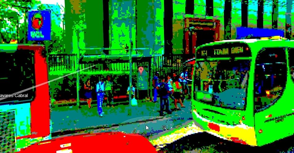 O Google Street View também foi adaptado para funcionar num sistema de 8 bits, como aqueles da década de 80. Na imagem aparece o prédio do UOL nesse modo retrô