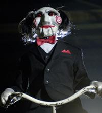 Uma marionete representa o vilão Jigsaw em 'Jogos Mortais'