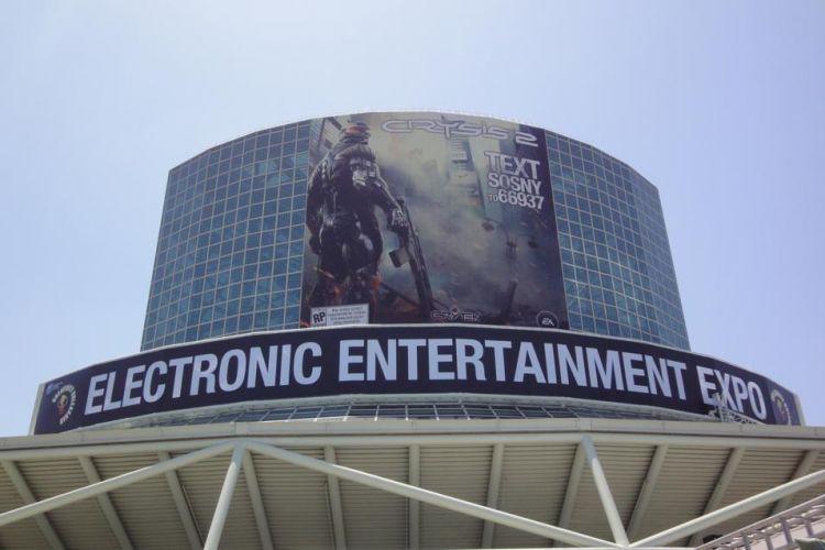A E3 2010 ainda não começou, mas cartazes gigantes como esse de