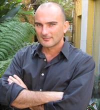 Bertrand Chaverot, diretor da Ubisoft Brasil, em sua casa